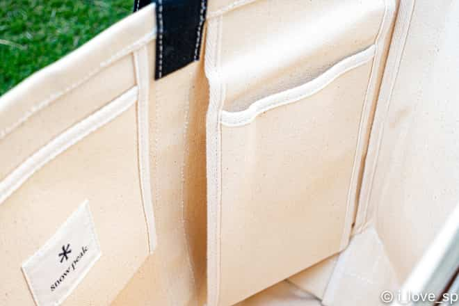 トートバッグの縦長のポケット