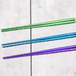 チタン先細箸3色並べた写真