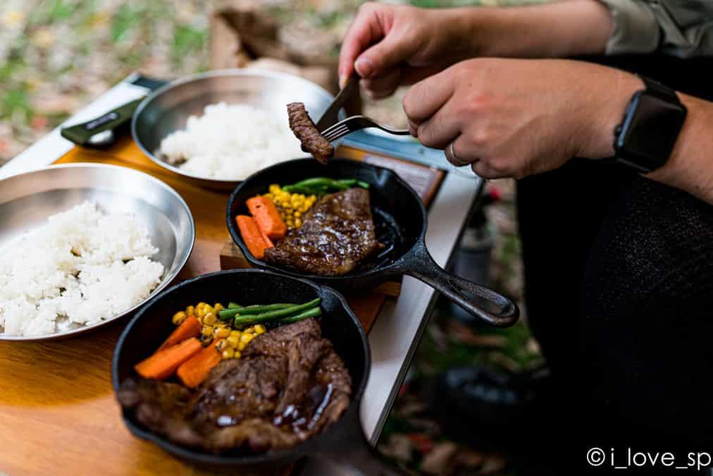 ダッチオーブン調理の写真
