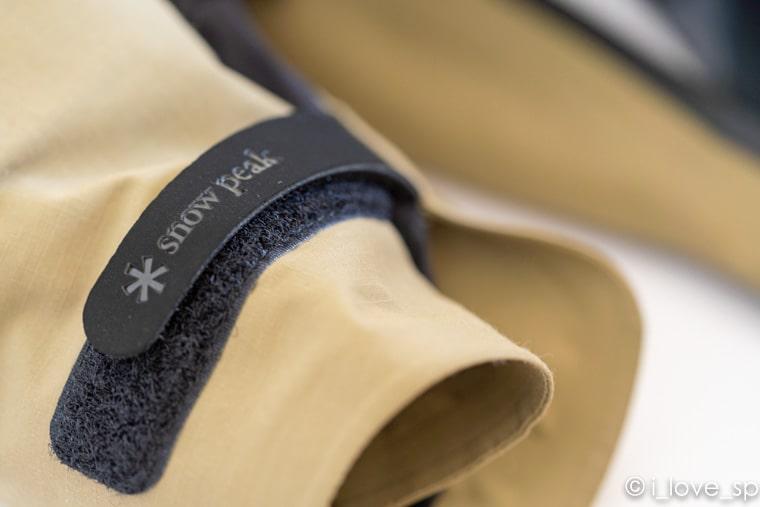 袖口付近の面ファスナーのアップ写真