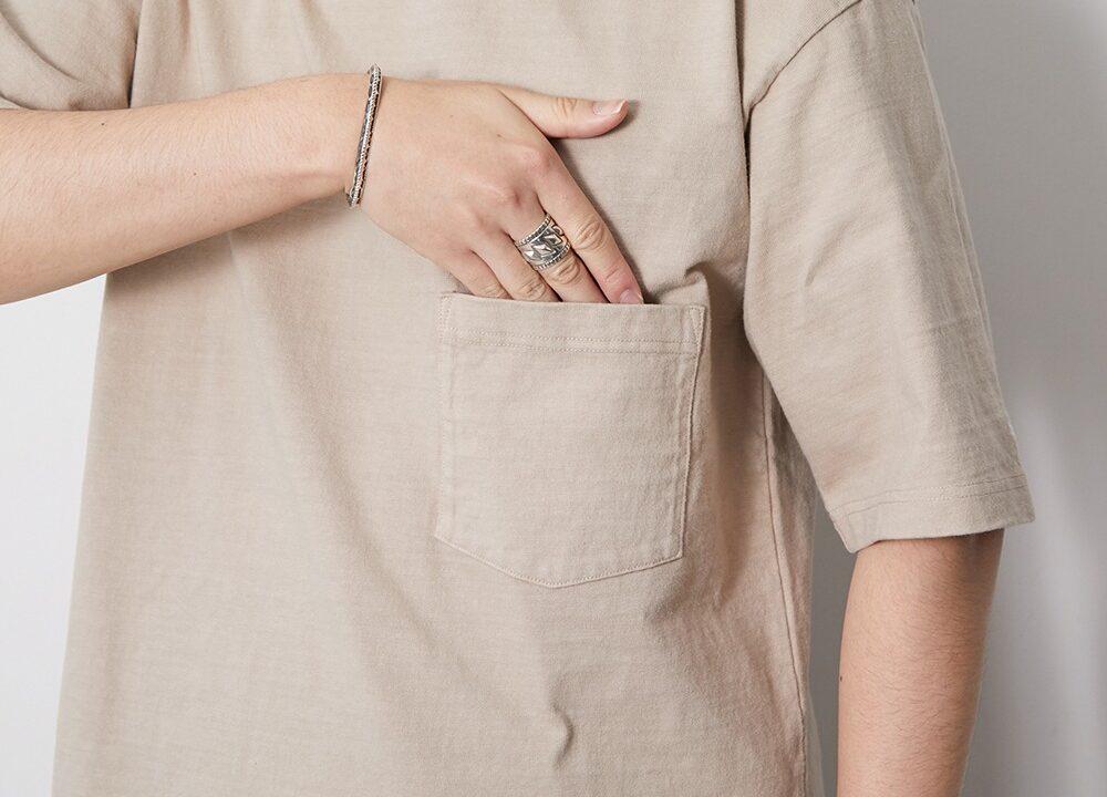 胸元のポケット