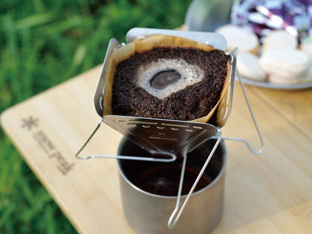 フォールディングコーヒードリッパー 「焚火台型」コーヒーを淹れたところ