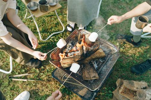 焚き火で焼きマシュマロ