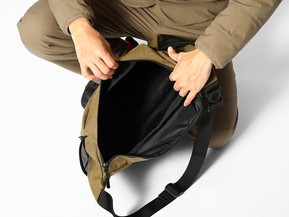 Everyday Use Middle Shoulder Bagのメイン収納