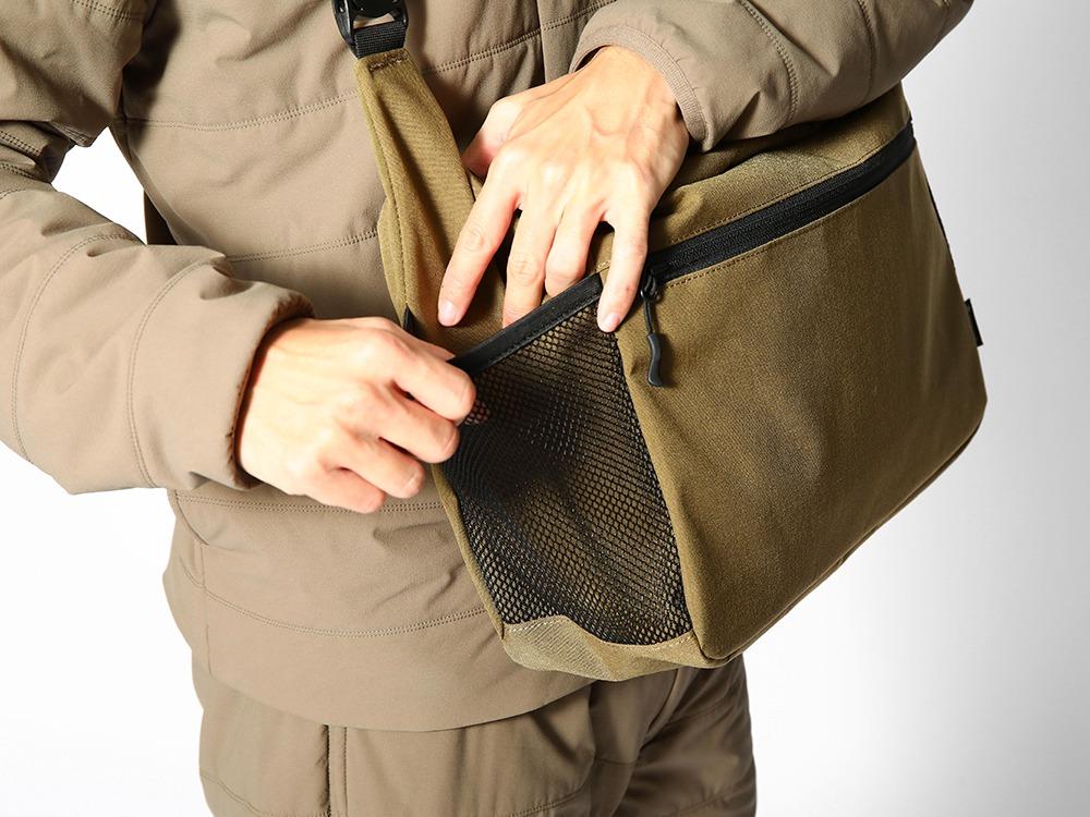 バッグ両側にメッシュポケット