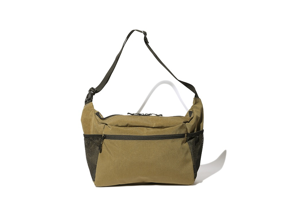 Everyday Use Middle Shoulder Bag One GYのデザイン