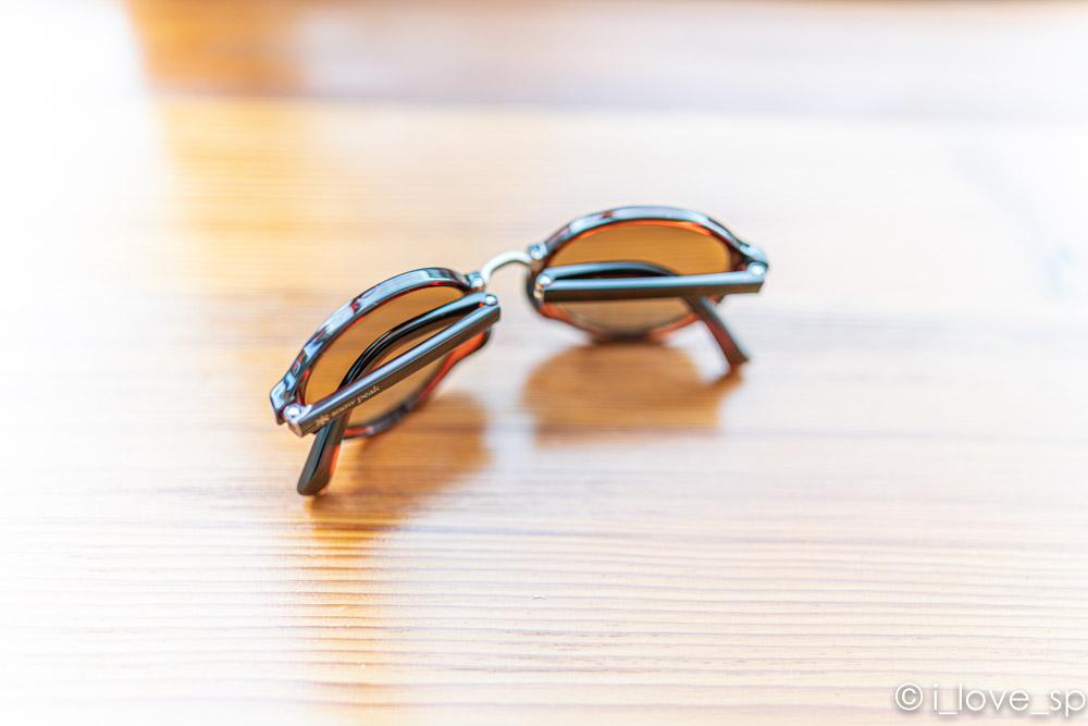フォールディングサングラスは折り畳める
